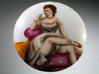 Medaglione in porcellana