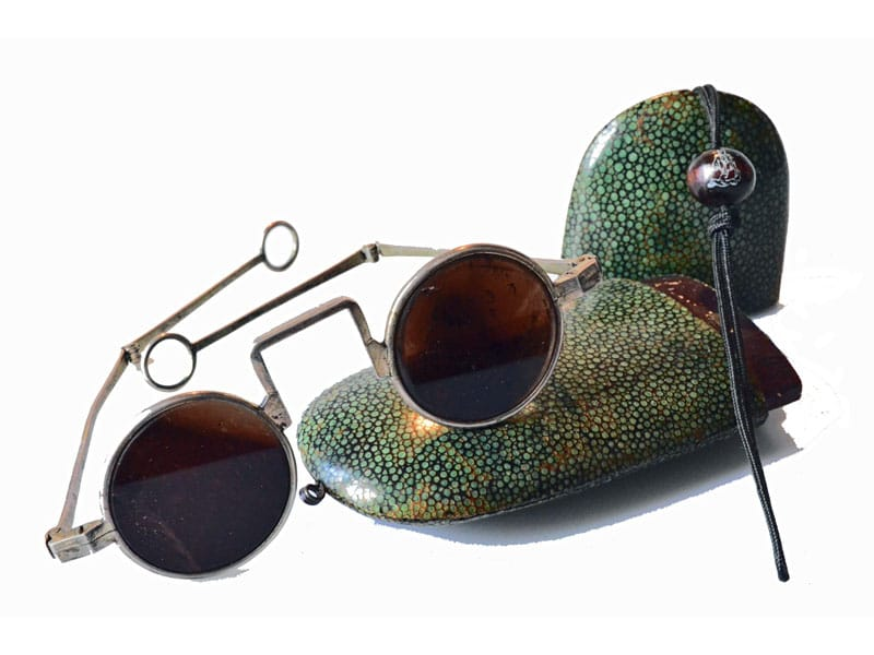 Oriental spectacles with temples